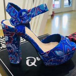 Chunky High Heels for an Extra Posh Look 👡